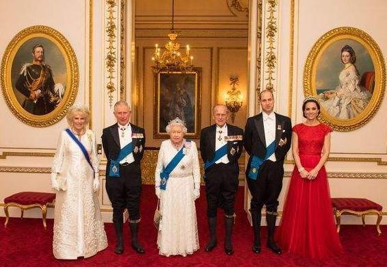 [新聞] 英國王室住哪裡?女王住白金漢宮,哈里和凱特是肯辛頓宮的鄰居!